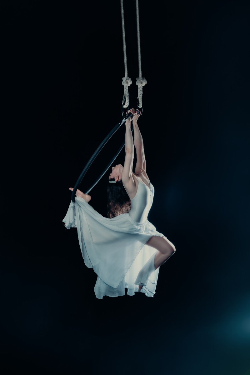 Elen-Aerialist-Hoop-in-skirt