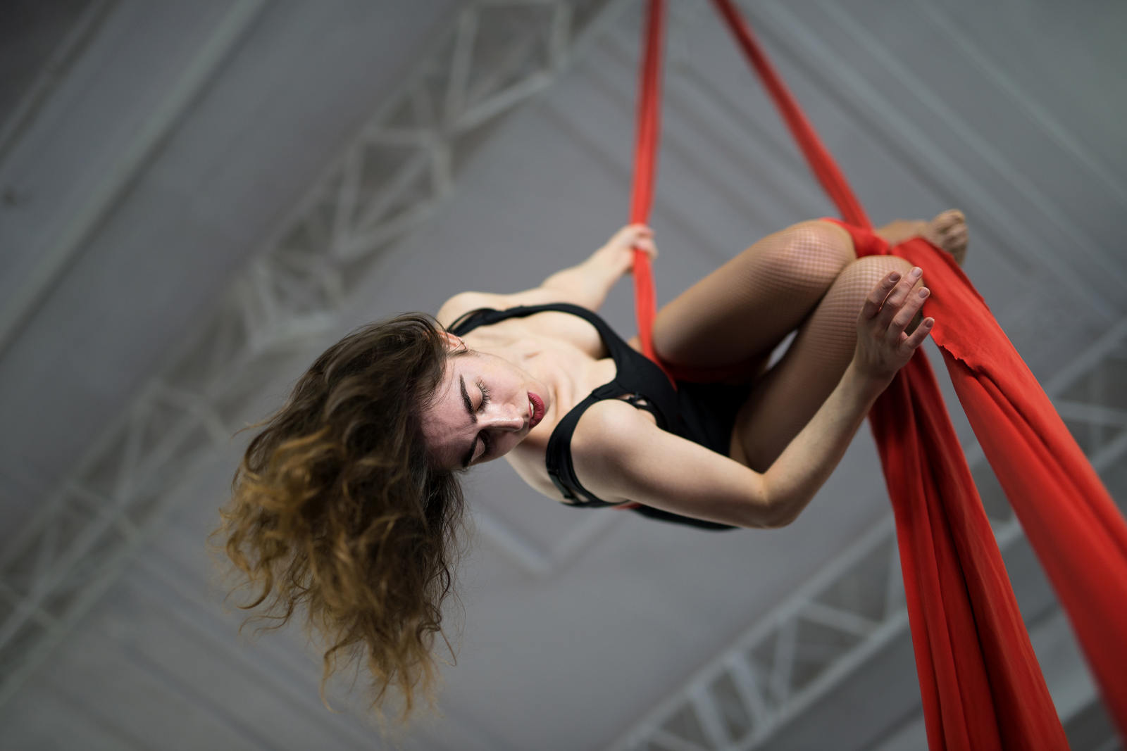 Elena-Aerial-Silks-Dancer