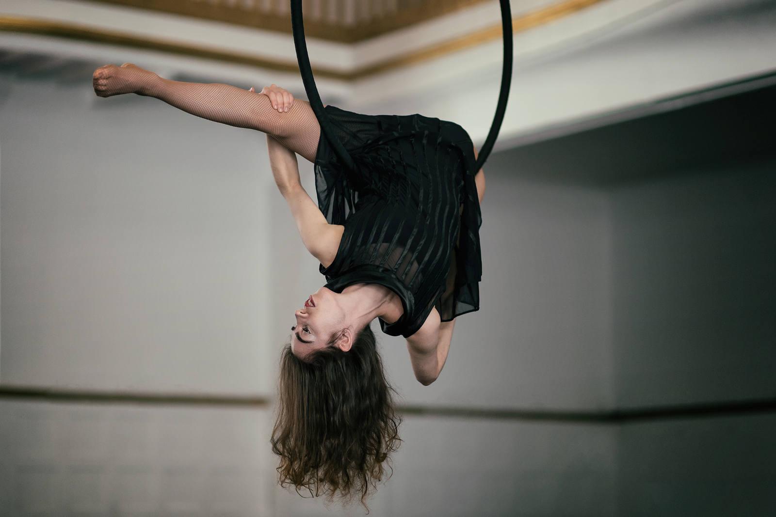 Elena-aerial-hoop
